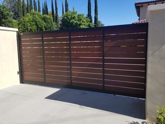 Wood-like aluminum driveway gate