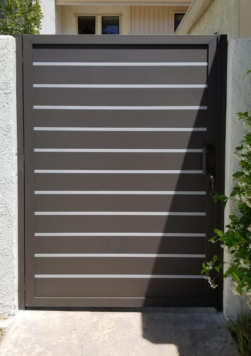 Solid aluminum side entry gate