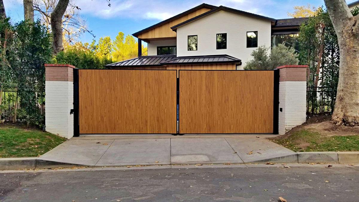 Woodlike aluminum driveway gate street view